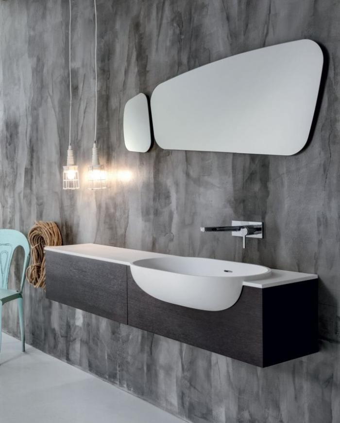 robinet-mural-style-ultra-moderne-mur-gris-miroir-forme-irrégulière