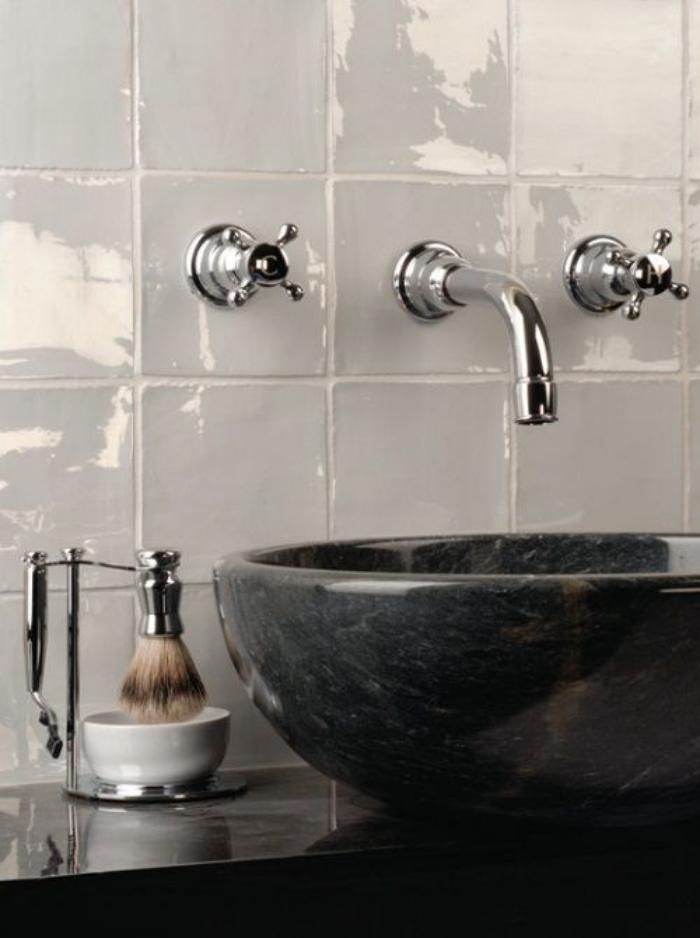 robinet-mural-vasque-noire-ovale-robinetterie-vintage