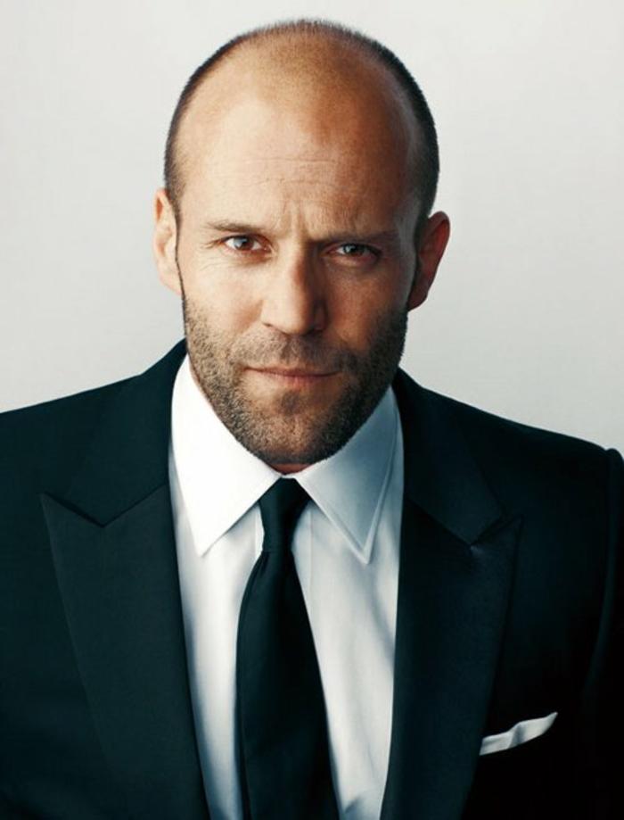 s-habiller-bien-tenue-homme-cravate-transporter-noeud-de-cravate