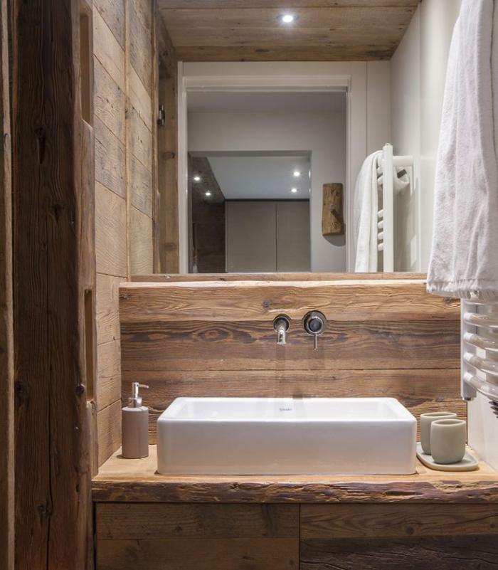 Les beaux exemples de salle de bain rustique 40 photos for Miroir mural inclinable salle de bain