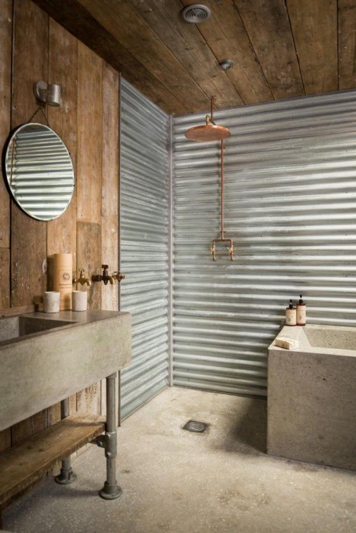 salle-de-bain-rustique-baignoire-et-lavabo-béton-et-revêtement-mural-planches-de-bois