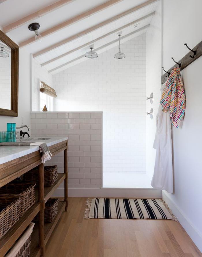 salle-de-bain-rustique-décoration-rustique-de-salle-de-bain-en-bois-et-blanc