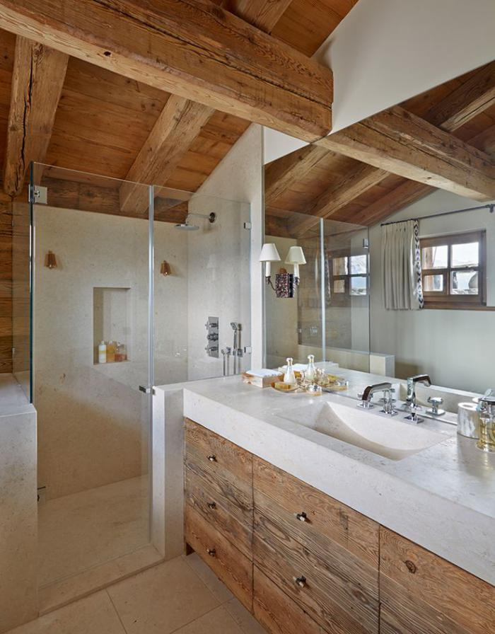 salle-de-bain-rustique-paroi-de-douche-en-verre