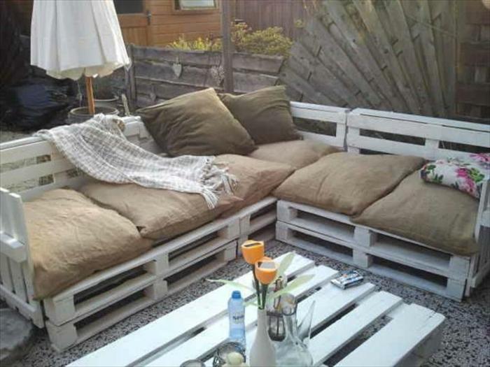 salon-de-jardin-en-palette-faire-à-vous-mêmes-terrasse-en-palette-meubles