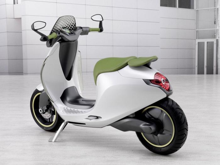 scooter-éléctrique-cool-modèle-vert-originale-réalisation-pas-encore-complete