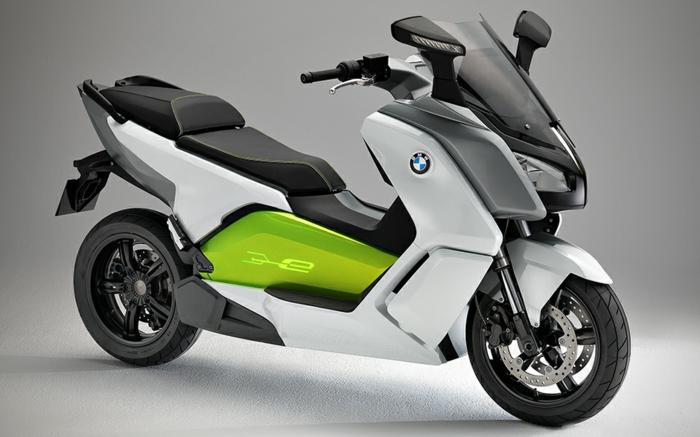 scooter-éléctrique-de-BMW-cool-modèle-en-vert-et-blanc-idée