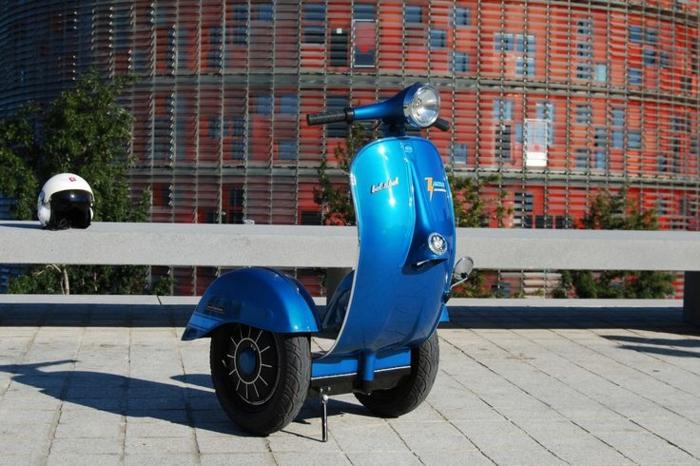 scooter-motor-vintage-vespa-primavera-ville-pure-à-deux-roux-electriques