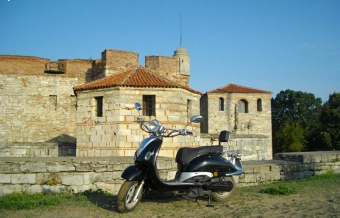 scooter-motor-vintage-vespa-primavera-ville-pure-à-la-éco