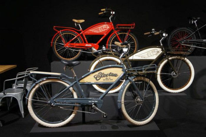 scooter-motor-vintage-vespa-primavera-ville-pure-beau-vélo-rétro