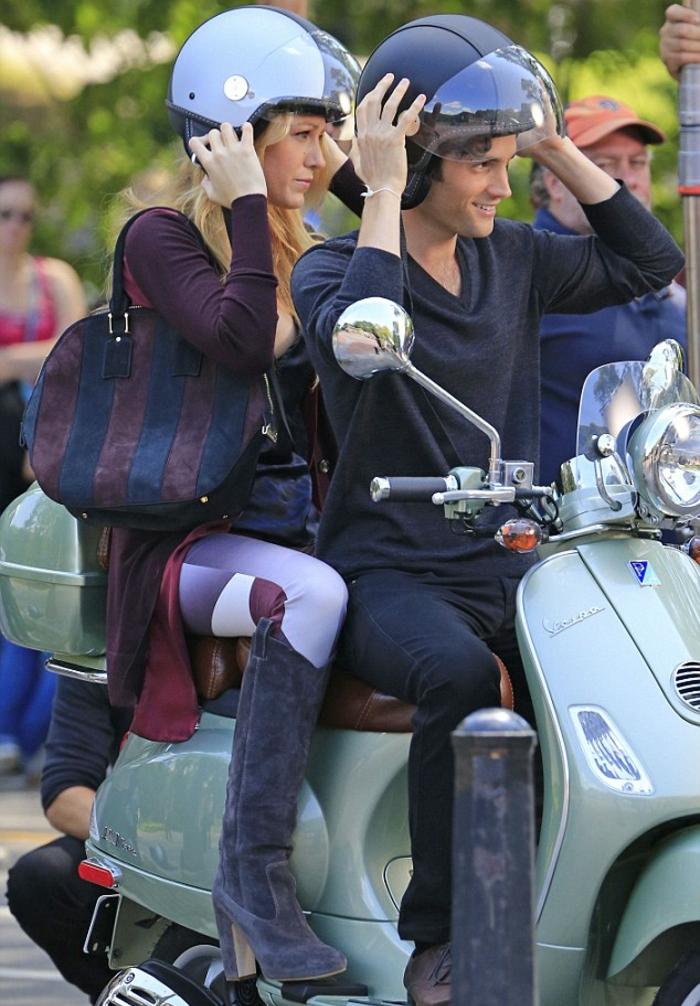 scooter-motor-vintage-vespa-primavera-ville-pure-la-belle-serena-blake-lively