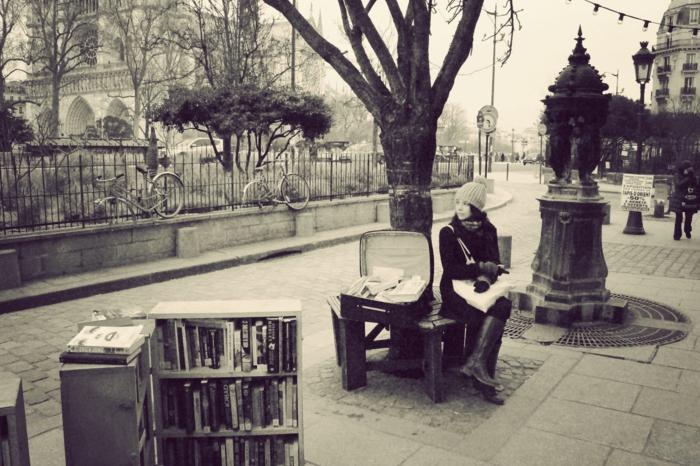 se-balader-à-paris-endroits-de-beauté-ambiance-viviale-romantique-photo-noir-et-blanc