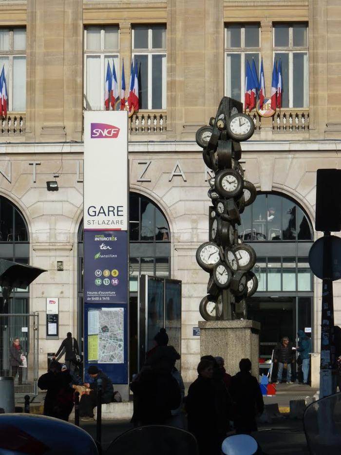 se-balader-à-paris-endroits-de-beauté-ambiance-viviale-romantique-saint-lazar