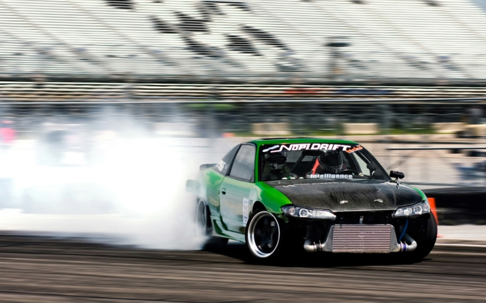 sport-automobile-voiture-cool-et-mobile-stage-de-drift-professionnel