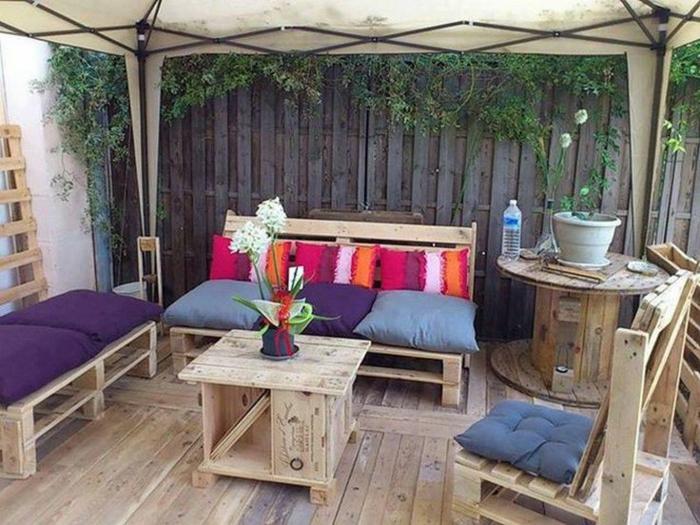 table-basse-de-jardin-en-palette-exterieur-idée