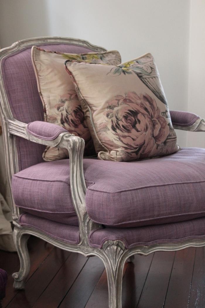 tapis-mauve-couleur-lilas-la-chambre-à-coucher-canapé-fauteuil