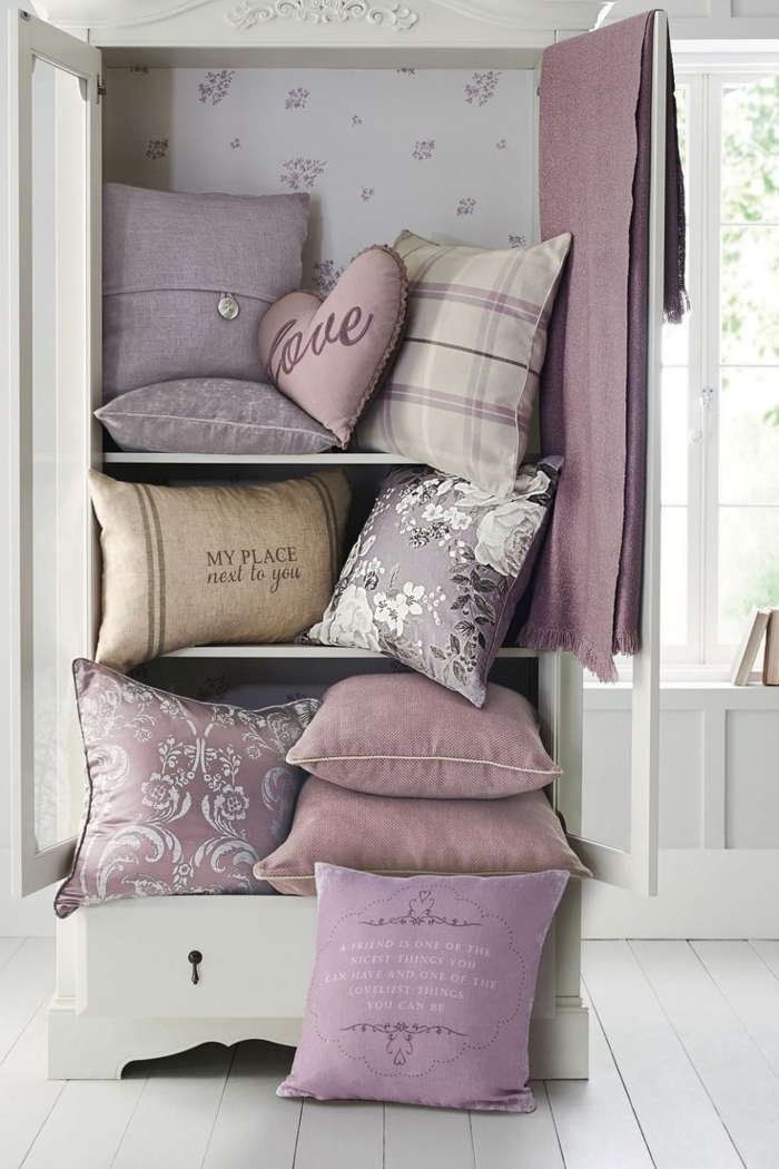 tapis-mauve-couleur-lilas-la-chambre-à-coucher-coussins-idées