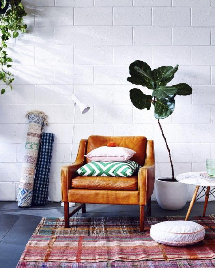 tapis-patchwork-et-sofa-en-cuir-vintage
