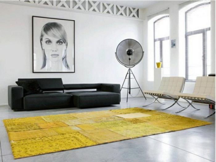 tapis-patchwork-jaune-dans-un-beau-salon-épuré