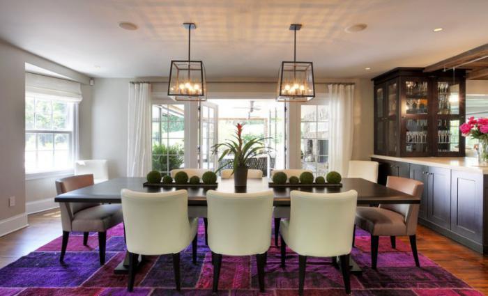 tapis-patchwork-mauve-dans-une-belle-salle-de-déjeuner