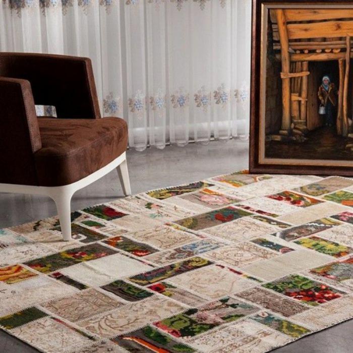 tapis-patchwork-peinture-et-grand-fauteuil