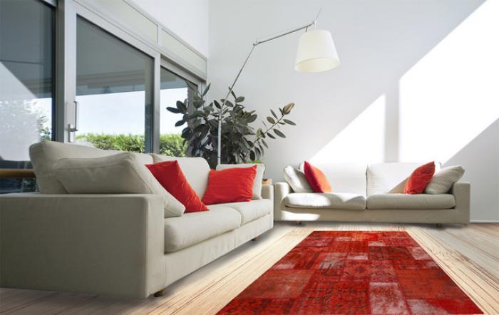 tapis-patchwork-rouge-dans-un-beau-slon