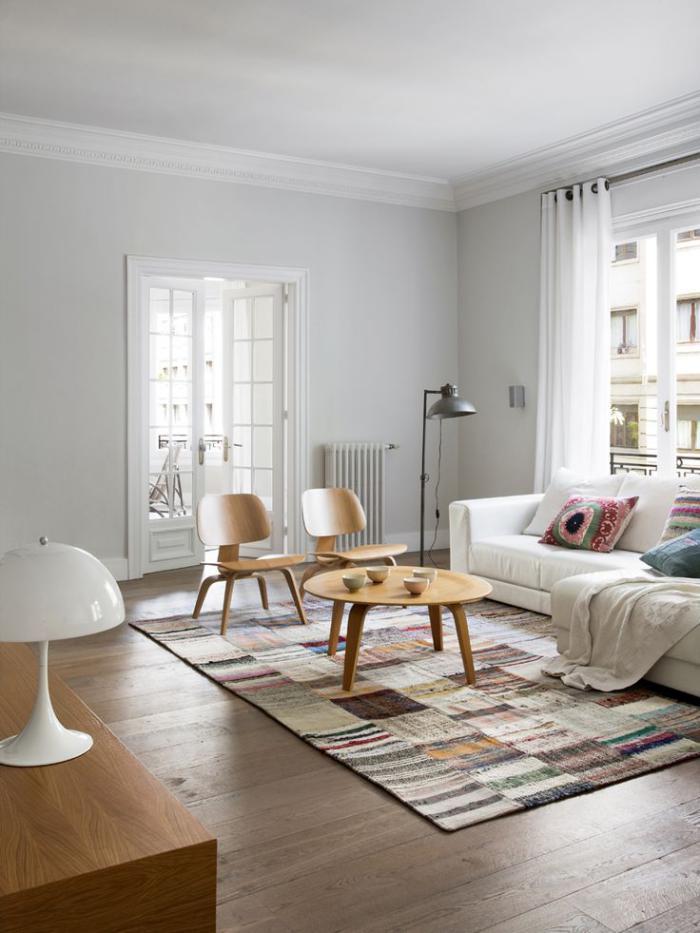 tapis-patchwork-salon-élégant-en-couleurs-claires