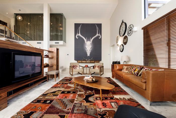 tapis-patchwork-salon-marron-contemporain-meuble-tv-bois