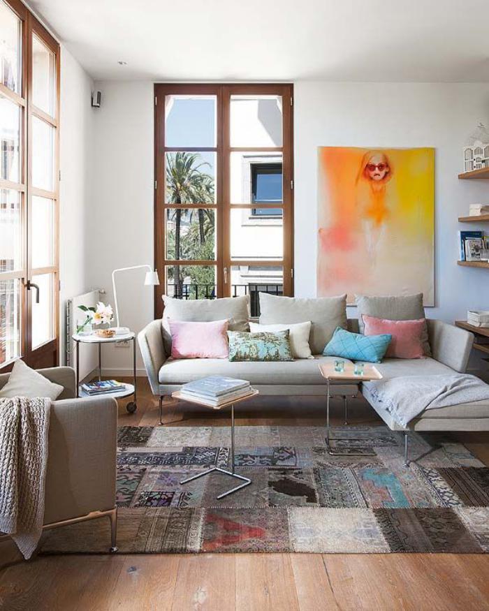 tapis-patchwork-salon-moderne-peinture-artistique-en-jaune