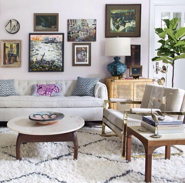 tapis-shaggy-blanc-et-noit-lignes-salon-amenagement-joli-plante-verte