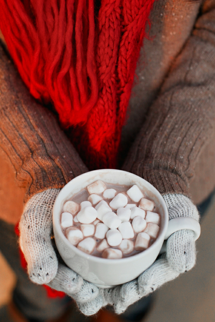 tasse-starbucks-tasses-isothermes-mugs-tasse-a-café-idée-chocolat-chaud-photo-noel-hiver