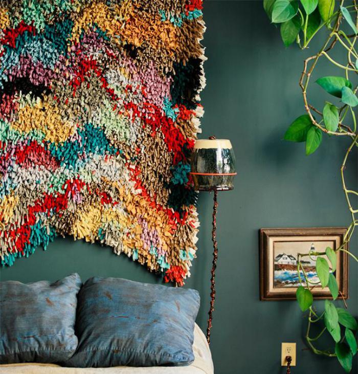 tentures-murales-à-longues-mèches-colorées