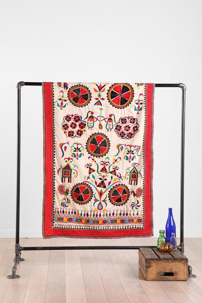tentures-murales-boho-chic-décorer-l'espace-de-textiles-joyeux