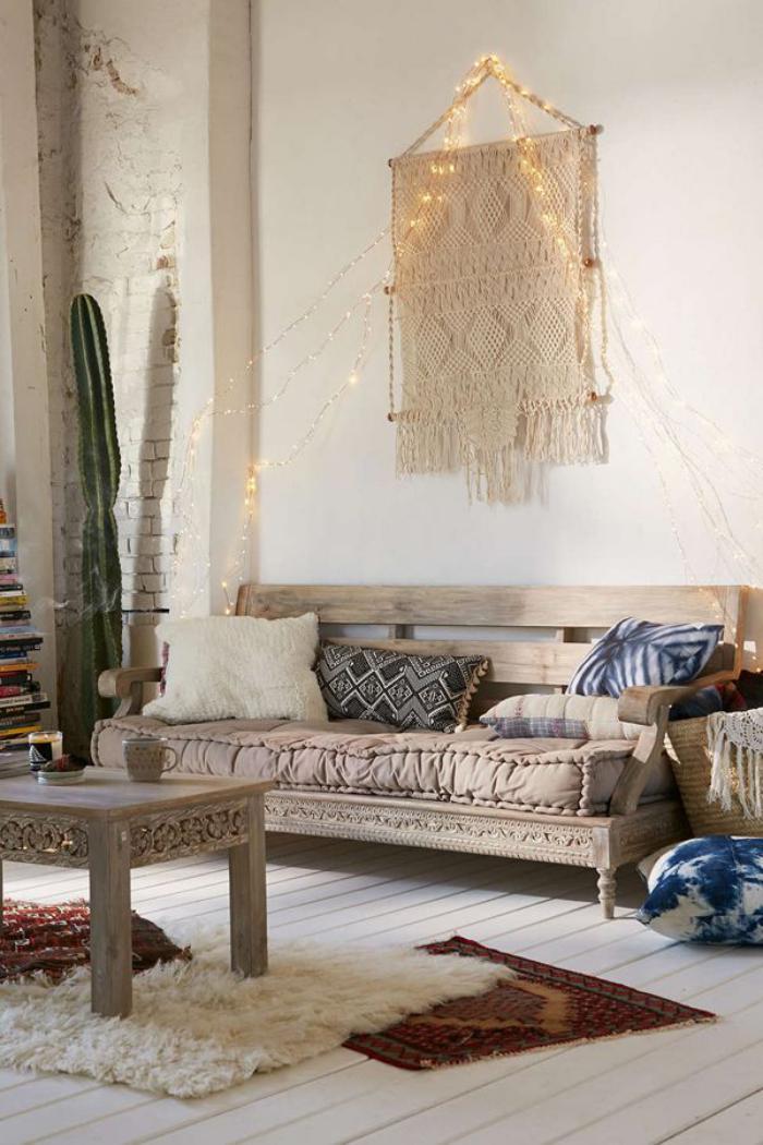 tentures-murales-macramé-blanc-salon-en-couleurs-claires