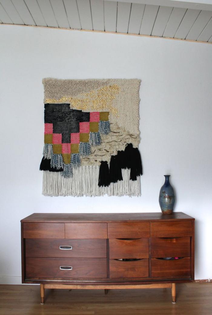 les tentures murales en 45 photos inspirantes. Black Bedroom Furniture Sets. Home Design Ideas