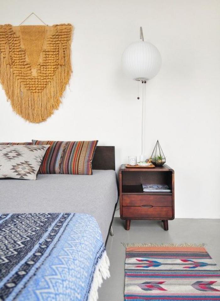 tentures-murales-textiles-ethniques-et-tenture-dans-la-chambre-à-coucher