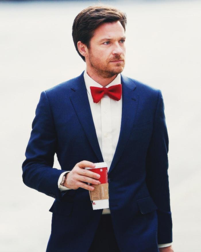 tenue-chique-pour-homme-de-classe-papillon-rouge-coutume-bleue