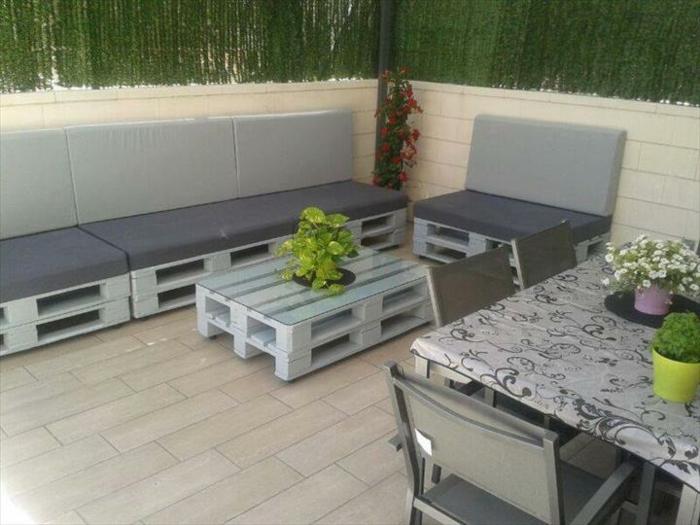 Les meilleures id es pour la terrasse en palette for Salon terrasse en palette