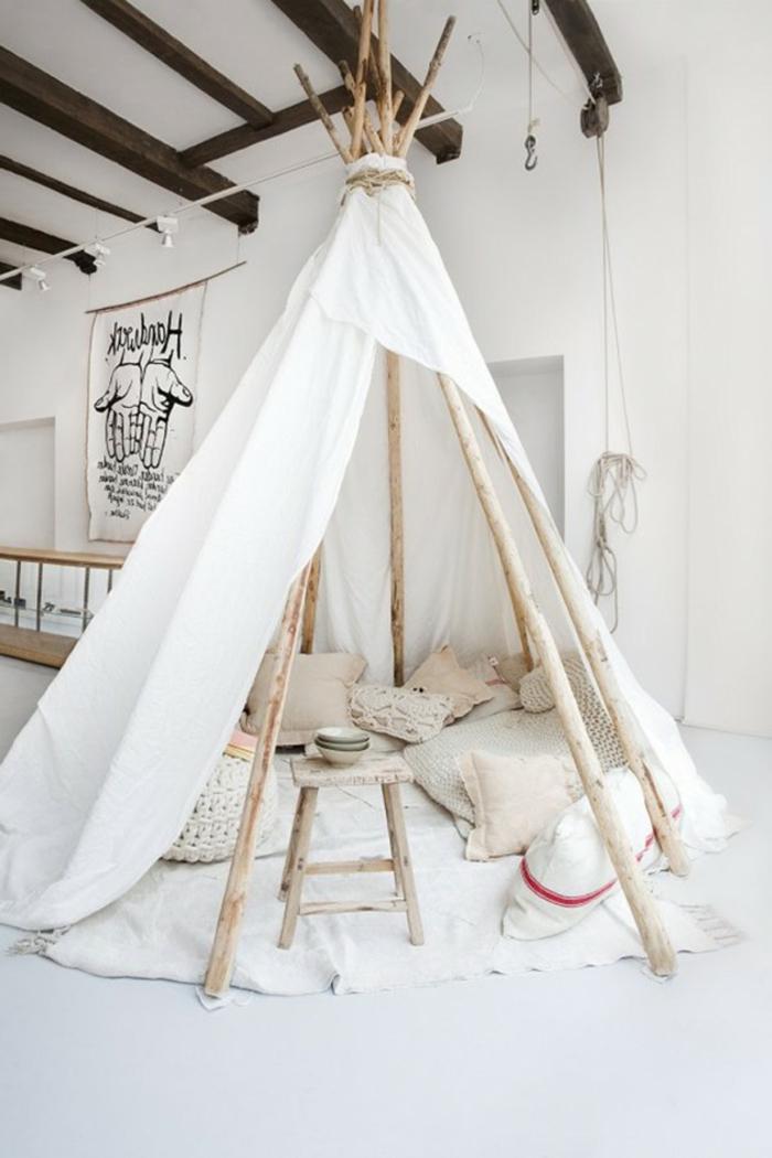 tipi-chambre-blanc-idée-quel-oreiller-pour-enfant-chambre-mignon