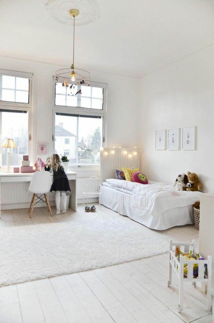 un-luminaire-enfant-decoration-chambre-mignon-blanc