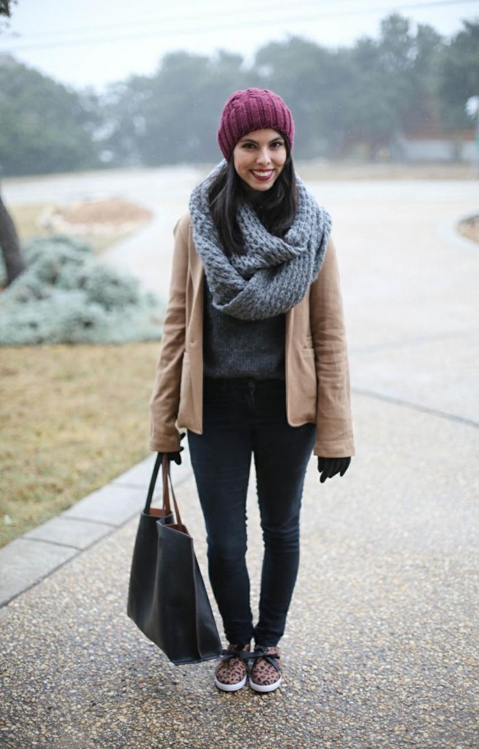 une-echarpe-pour-la-tenue-de-jour-stylée-ootd-sur-la-rue