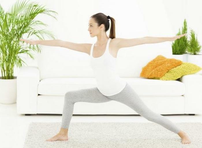 une-exercice-yoga-posture-de-yoga-professionnel-chez-soi