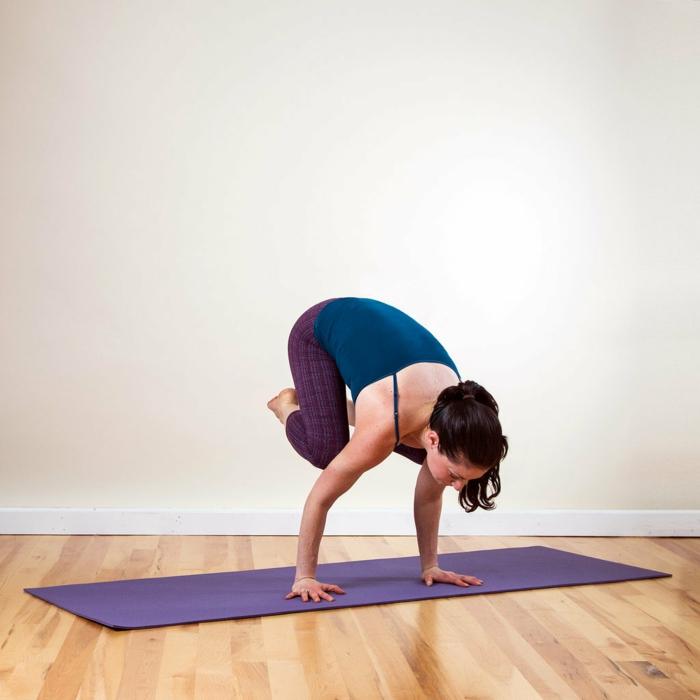 une-exercice-yoga-posture-de-yoga-professionnel-cool