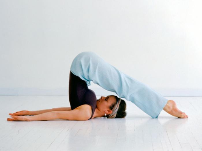 une-exercice-yoga-posture-de-yoga-professionnel-difficile