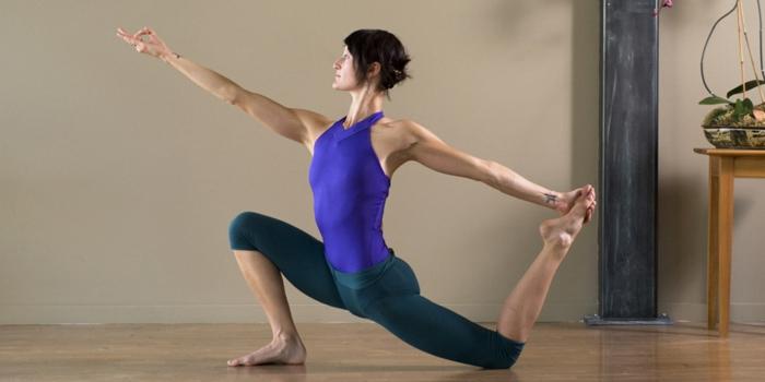 une-exercice-yoga-posture-de-yoga-professionnel-posture
