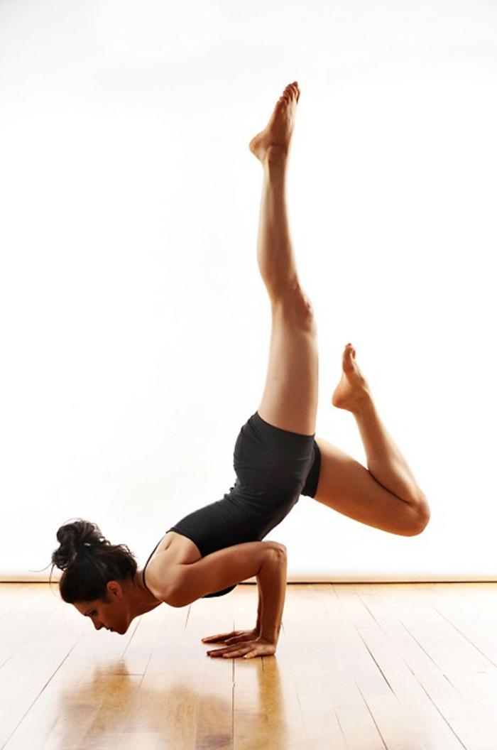 une-exercice-yoga-posture-de-yoga-professionnel-ressmblance