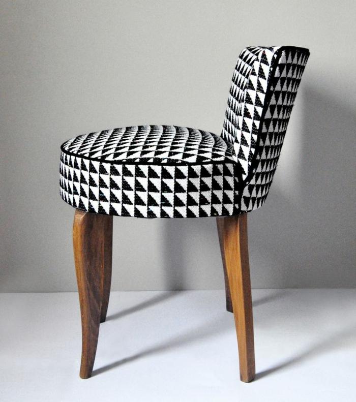 une-jolie-chaise-hautte-chaise-cabriolet-pour-le-bar-du-cuisine-ou-le-salon