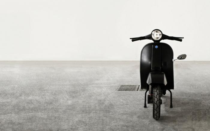 vespa-electrique-cool-moyen-de-transportation-ville-retro-en-noir