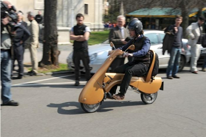 vespa-px-125-scooter-stylé-pour-la-cité-transport-la-nouvelle-technologie