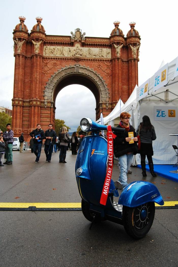 vespa-px-125-scooter-stylé-pour-la-cité-transport