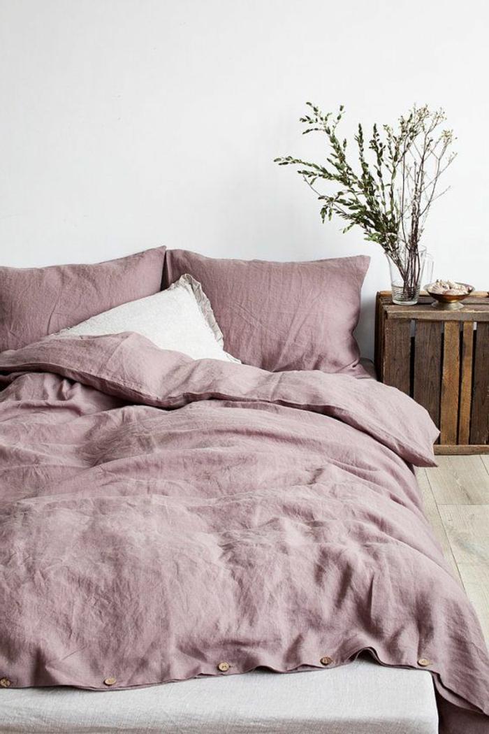 violet-clair-chambre-mauve-décoration-originale-lit-rose-pale